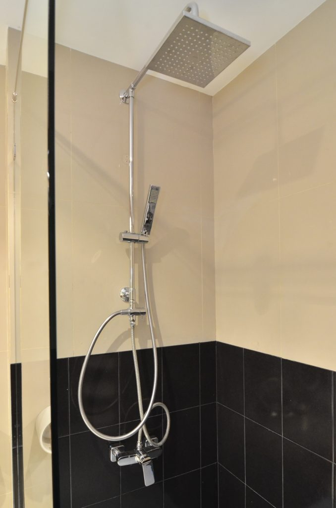 Rain shower with good water pressure