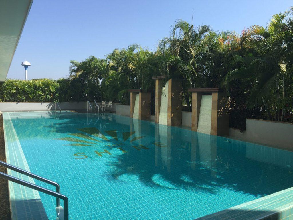 Quiet 6 th floor pool